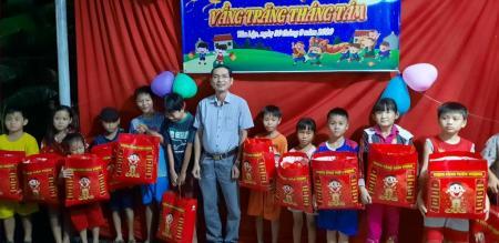 Ủy Ban nhân dân xã Tân Quy Tây Tổ chức Tết trung thu cho các em thiếu nhi năm 2020