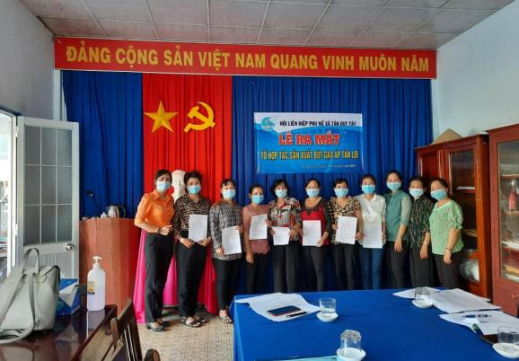 Hội LHPN xã Tân Quy Tây Ra mắt Tổ phụ nữ Hợp tác sản xuất Bột gạo ấp Tân Lợi
